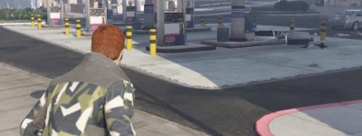 《GTA5》物理细节演示,在加油站吸烟会发生什么?模拟现实